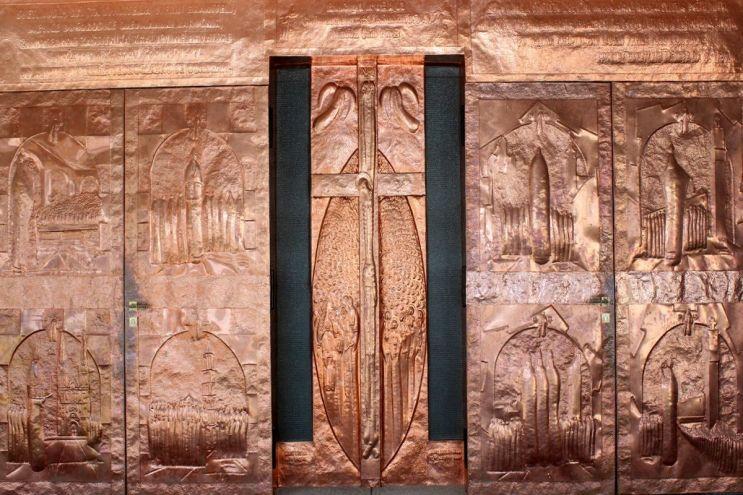 033-Bakrena-vrata-Nacionalnog-svetista-sv-Josipa