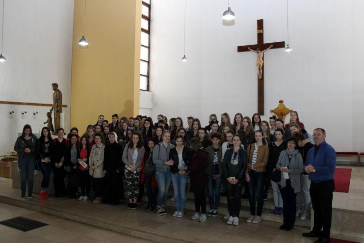 180413-Hodocasnici-Zenska-opca-gimnazija-14